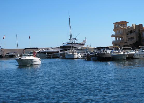 Navigation dans le port de Port la Galère